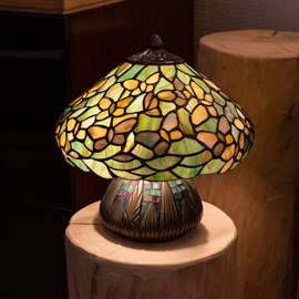 Tiffany Table lamp Settle Down