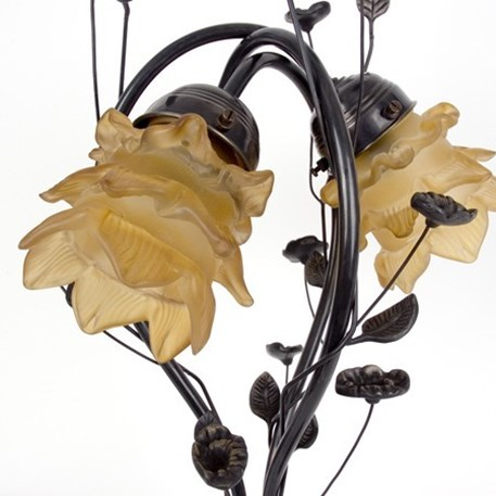 Detailed picture tablelamp flower